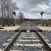 El trazado de la línea de ferrocarril, a su paso por Cuenca