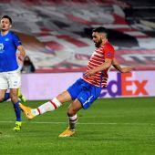 Jorge Molina marca ante el Molde