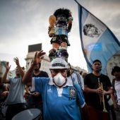 Manifestación en Buenos Aires por la muerte de Maradona