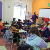 O Concello achégalle a poesía galega á cativada a través dun ciclo de obradoiros nos centros educativos