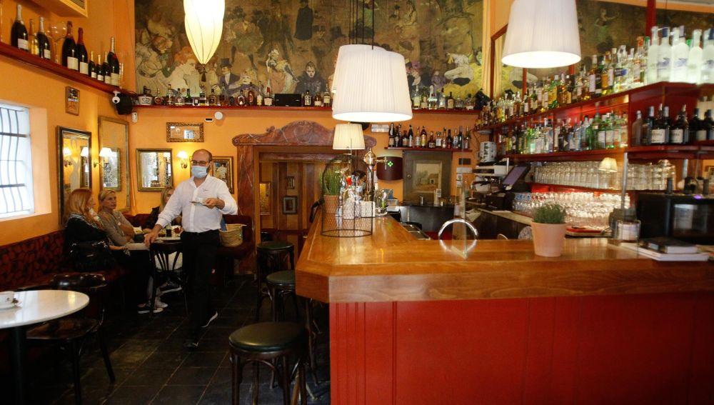 Los bares y restaurantes de Mallorca mantienen las restricciones con motivo de la pandemia