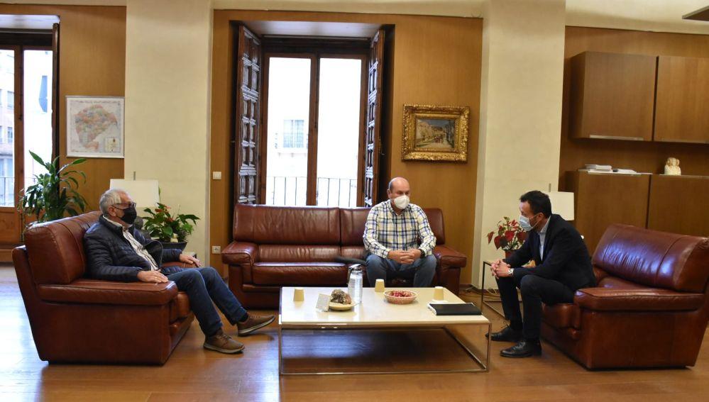 El alcalde de Elche reunido con representantes de la Asociación Local de Autoescuelas de Elche.