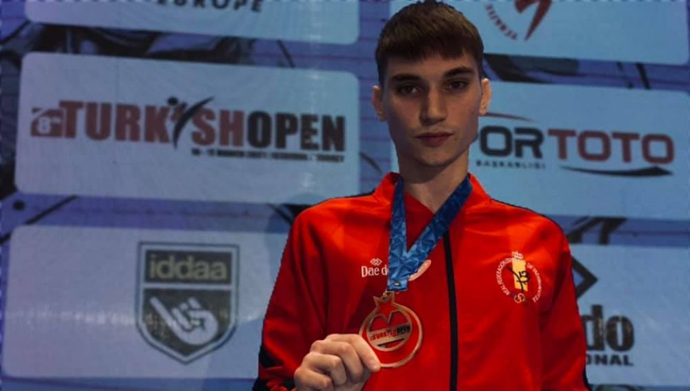 Hugo Arillo Vázquez regresa del Open de Turquía con la medalla de bronce.