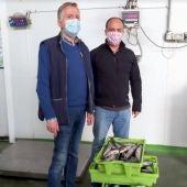 """José Antonio Alvar González, Secretario Cofradía, y Gabriel García Alonso, propietario """"pescados Gabi"""""""
