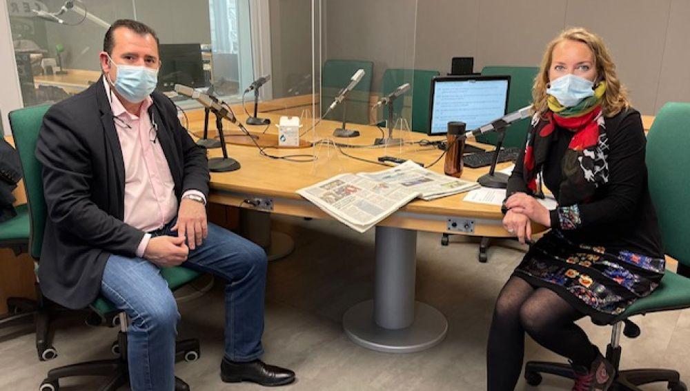 El secretario general de UGT en Baleares, Lorenzo Navarro, junto a Elka Dimitrova en el programa MÁS DE UNO MALLORCA.