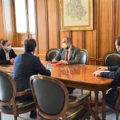 Reunión entre la Diputación y la UCLM en la institución provincial