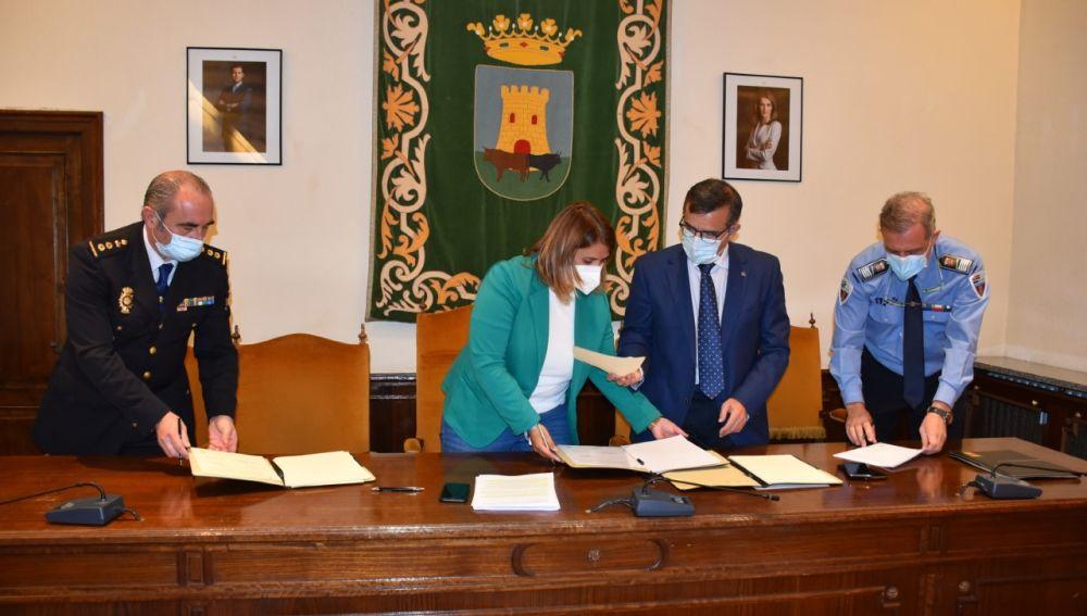 Talavera se convierte en la primera ciudad en la región en renovar el sistema VioGen.