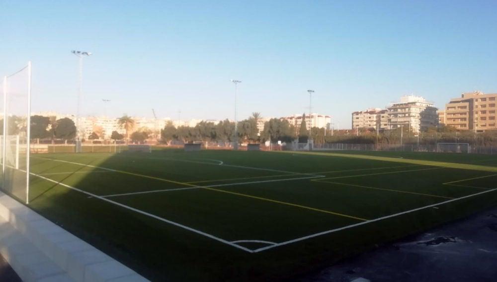 Nuevo campo de césped artificial en el polideportivo de Altabix de Elche.