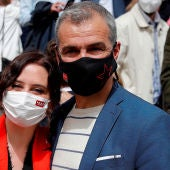 La presidenta de la Comunidad de Madrid, Isabel Díaz Ayuso, y Toni Cantó, quinto en la lista del PP