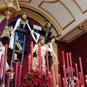 La Cofradía del Descendimiento en su capilla del Hospital Noble