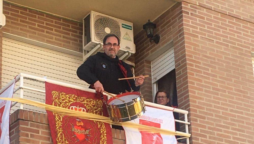Tambores desde los balcones en Hellín