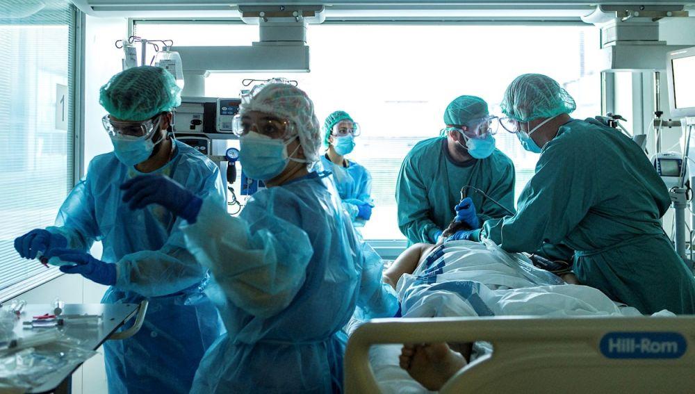 Sanidad registra 10.360 nuevos casos de covid, 85 muertes y la incidencia sube a los 163,37