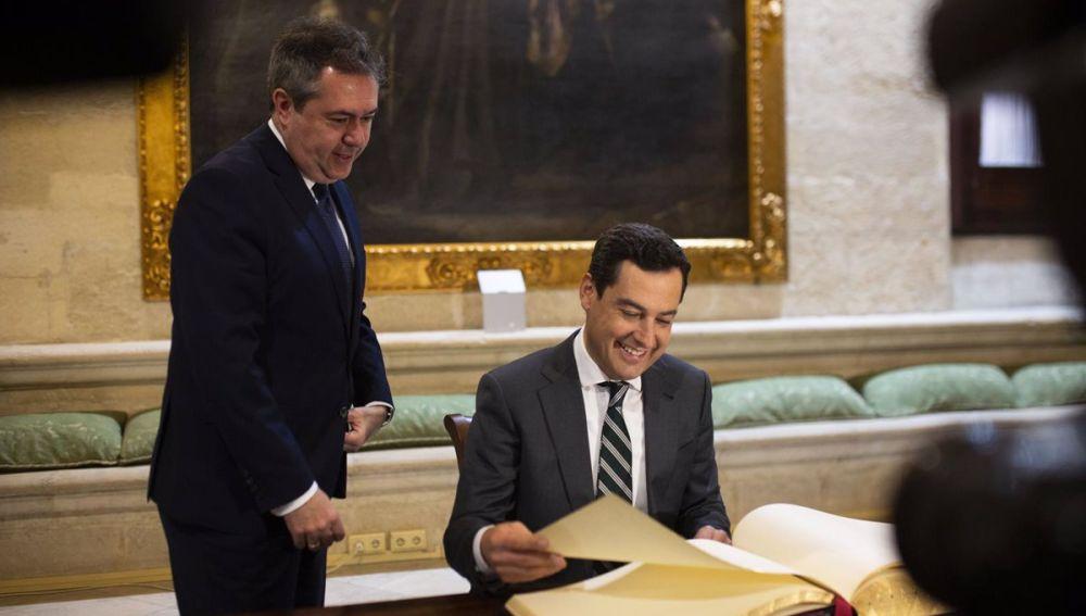 Imagen de archivo de una visita del Presidente de la Junta Juanma Moreno al Ayuntamiento de Sevilla