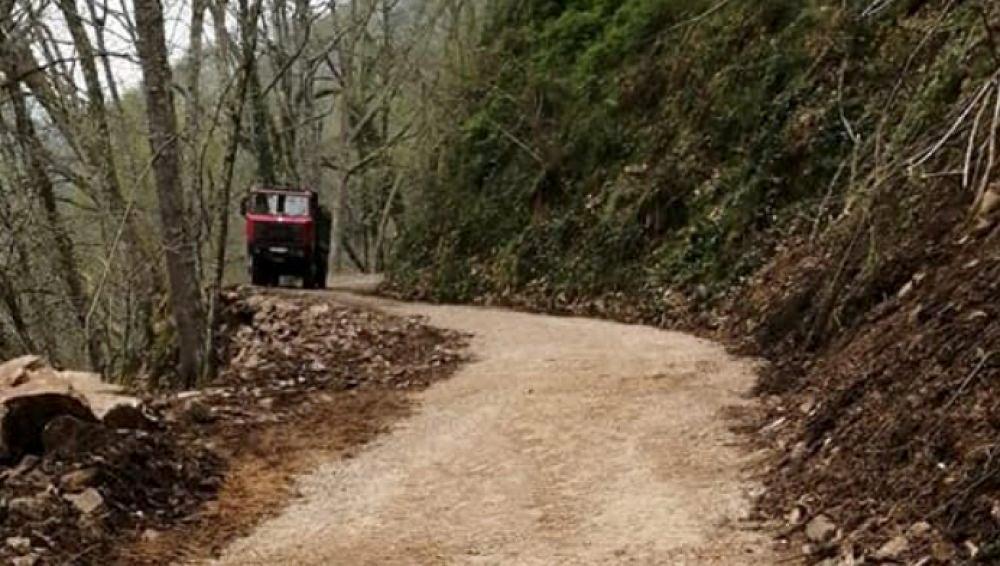 Aspecto de la vía tras la retirada del derrumbamiento
