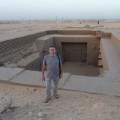 Juan Adrada en las tumbas reales de Abydos