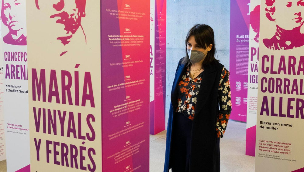 """Lorenzana inaugura a mostra """" as primeiras xornalistas"""" que chega a Santiago"""