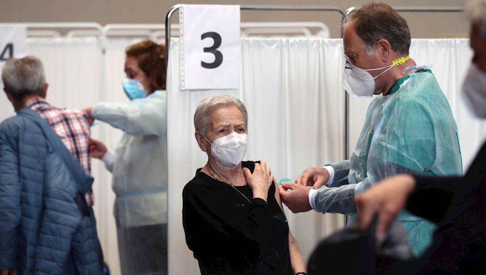 ¿Cuándo nos vacunan contra el coronavirus según nuestra edad? Fechas clave y franjas