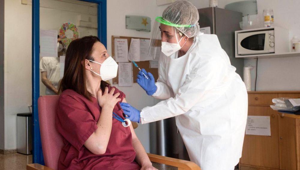 El Ib-Salud sigue el proceso de vacunación a la población menorquina.