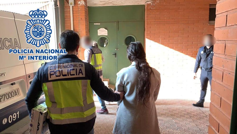La Policía Nacional detiene in fraganti en Elche a dos mujeres de un clan itinerante especializado en robos en viviendas