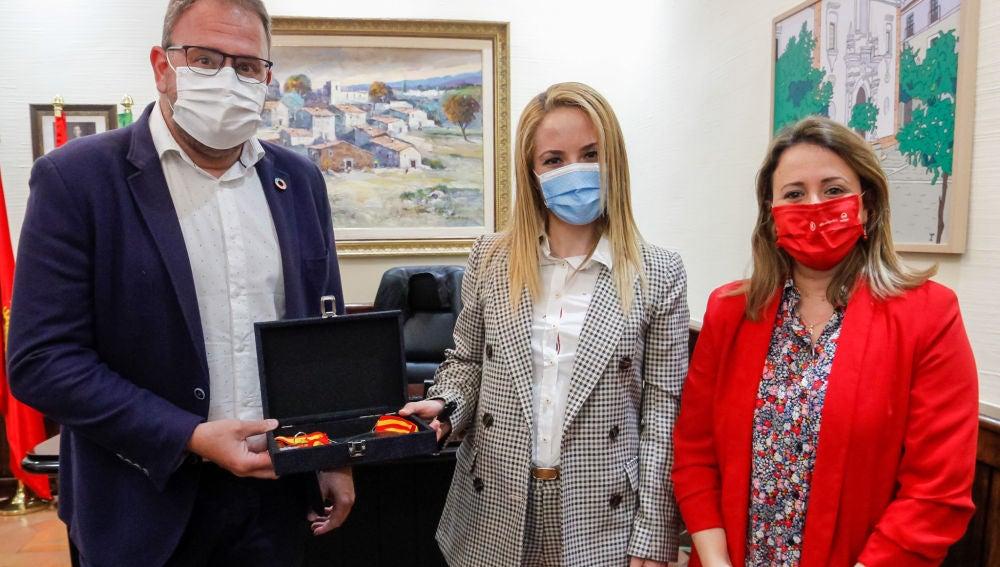 El Alcalde recibe a la karateka Nuria Escudero