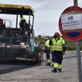 Comienzan los trabajos de asfaltado del Camino Viejo de Alicante