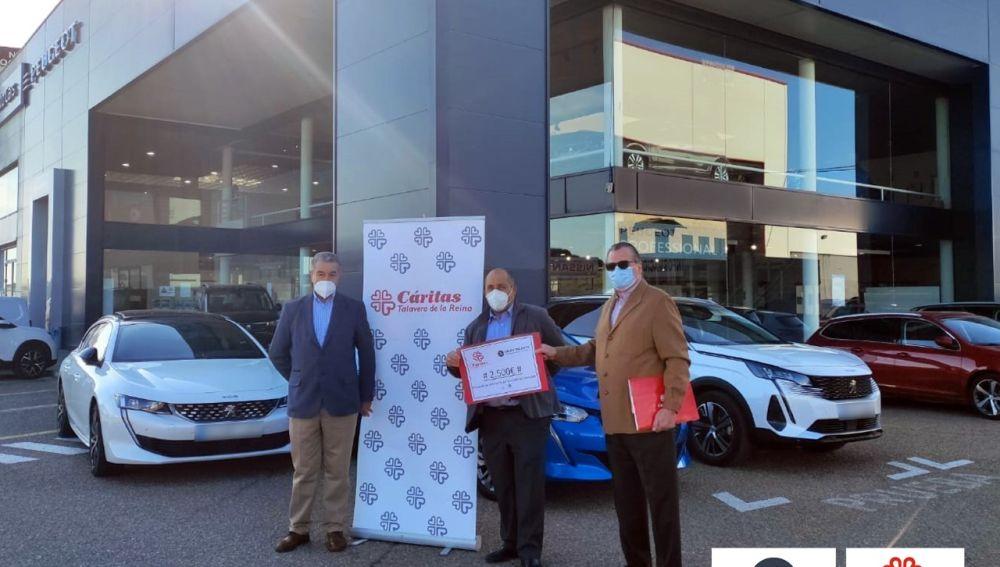 Talauto dona 2.500 euros a Cáritas en Talavera