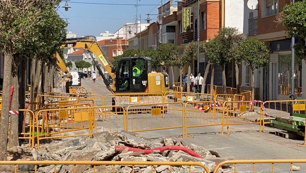 La Calle General Benavent García cortada al tráfico por obras