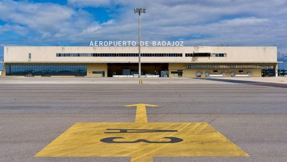 UGT pide que se revoque la orden que reduce los vuelos de Obligación de Servicio Público desde el Aeropuerto de Badajoz