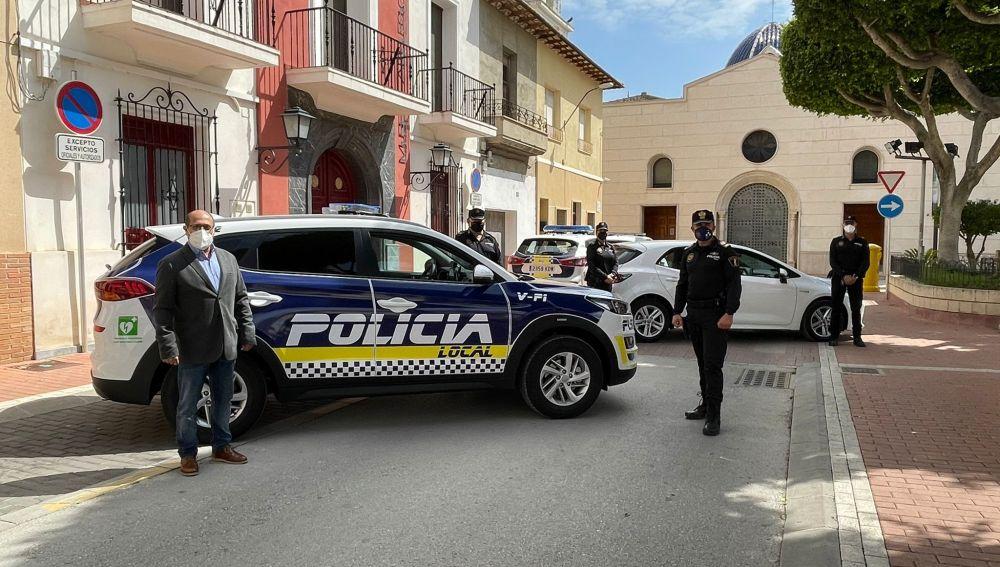 """Los coches cuentan con mampara de seguridad y """"todo lo necesario para que los agentes desarrollen su labor con garantías"""", asegura el alcalde"""