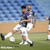 Juande Rivas controla un balón en el encuentro frente a la UD Las Palmas