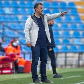 Manolo Díaz, entrenador del Hércules, durante un partido.