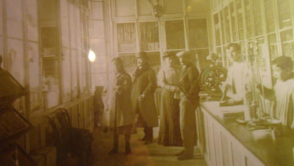 En sus primeros años La Confianza abrió como mercería y venta de sedas.