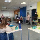 Elena García visita el curso de recualificación profesional que se está impartiendo en Afymos