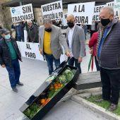 Javier Berenguer en la concentración a las puertas de la Subdelegación del Gobierno en Alicante