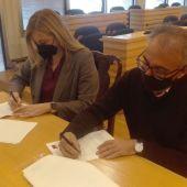 Ángela González y Pedro Maroto han firmado el convenio