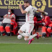 Benzema celebra un gol ante el Cádiz