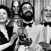 Encarna Paso, José Luis Garci y Antonio Ferrandis, tras ganar el Oscar para 'Volver a empezar' en 1983