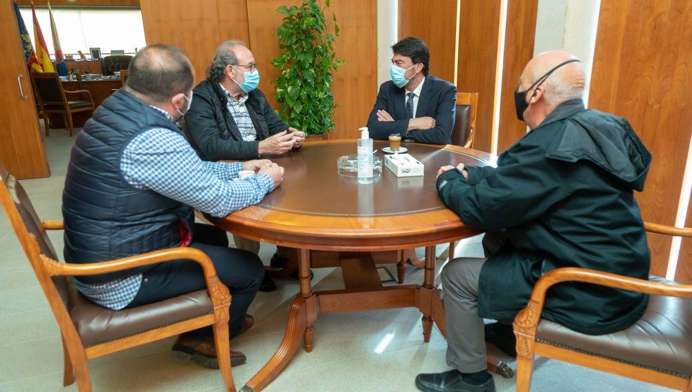 El alcalde Luis Barcala con representantes del Colegio de Enfermería de Alicante
