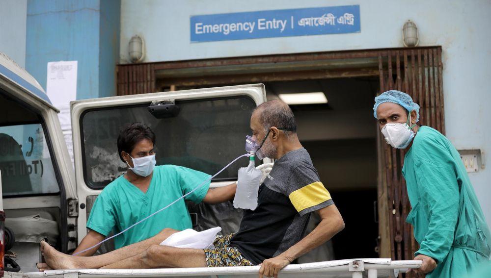 India vive una situación extrema: marca un nuevo récord con 346.000 casos y más de 2.600 muertes