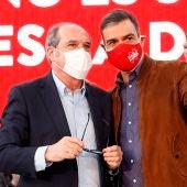 El presidente del Gobierno, Pedro Sánchez, junto a Ángel Gabilondo