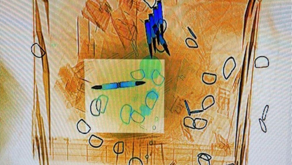 Imagen recuperada por Correos del escáner con las cartas