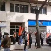Un grupo de ultras insulta y hace el saludo fascista a Rufián en la presentación de su libro en Denia