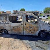 Uno de los vehículos quemados en el barrio de San Martín de Porres