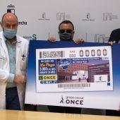 Presentación del cupón de la ONCE que recoge la imagen del Hospital de Ciudad Real