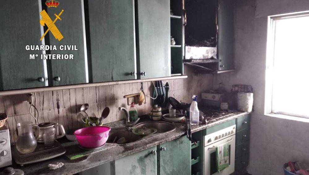 La Guardia Civil rescata de un incendio en una vivienda, a una persona con movilidad reducida