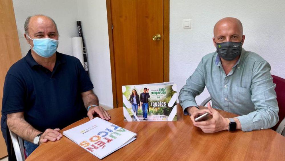 Tomás Ballester y el Director de la Once en la Vega Baja estudian mas cooperación en favor de las personas con discapacidad