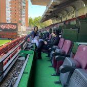 Raúl Martín Presa durante la entrevista en el estadio de Vallecas