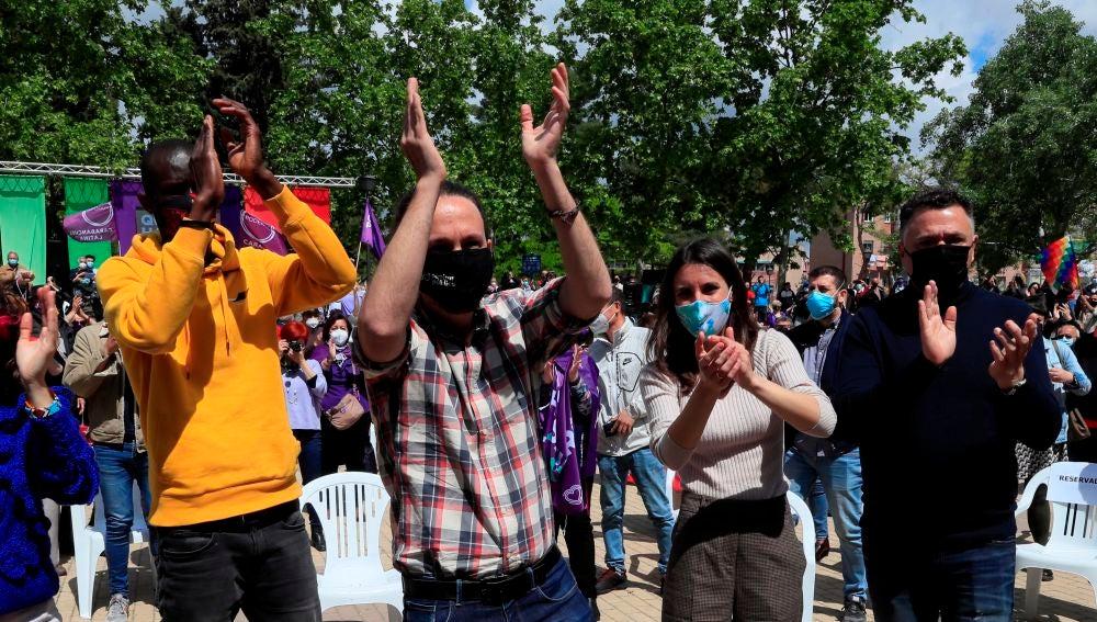 Pablo Iglesias e Irene Montero, en un acto de campaña de Podemos.