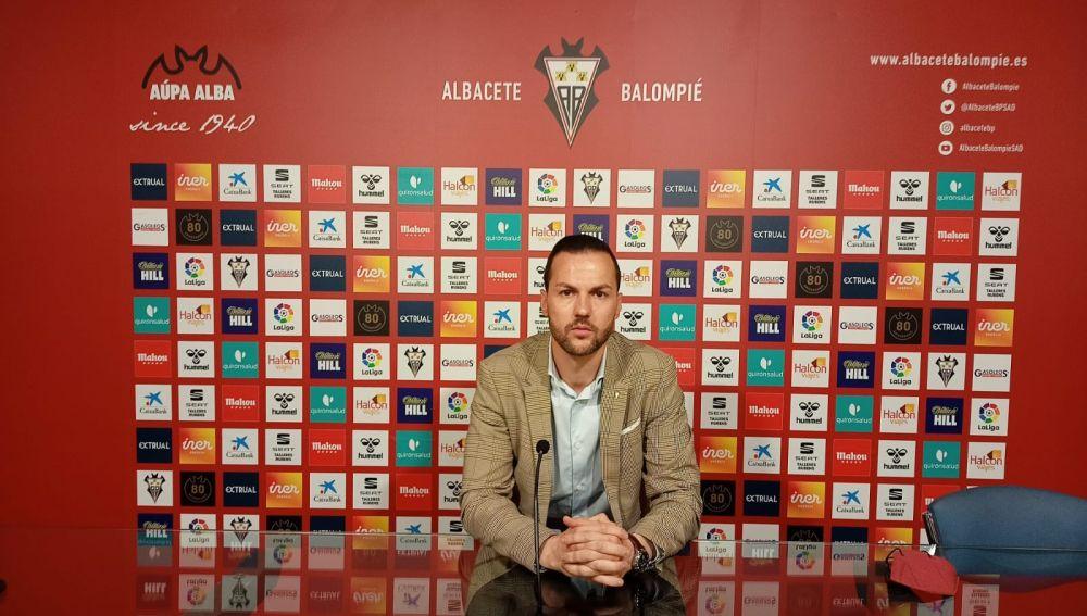 Víctor Varela, vicepresidente del Albacete Balompié, en rueda de prensa en el Carlos Belmonte.