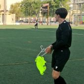 Una percha y un peto anudado, noticia en un encuentro de fútbol femenino entre el Villarreal y el CAP Ciudad de Murcia
